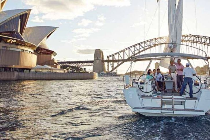 boat sailing sydney harbour